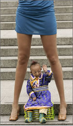 World-shortest-man-leggiest-woman